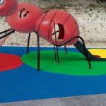 Parque de saludes play con suelo de caucho y estructura de hormiga
