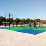 Parque de saludes play con suelo de caucho y street workout