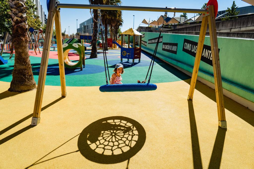 columpio de red como elemento de parque infantil